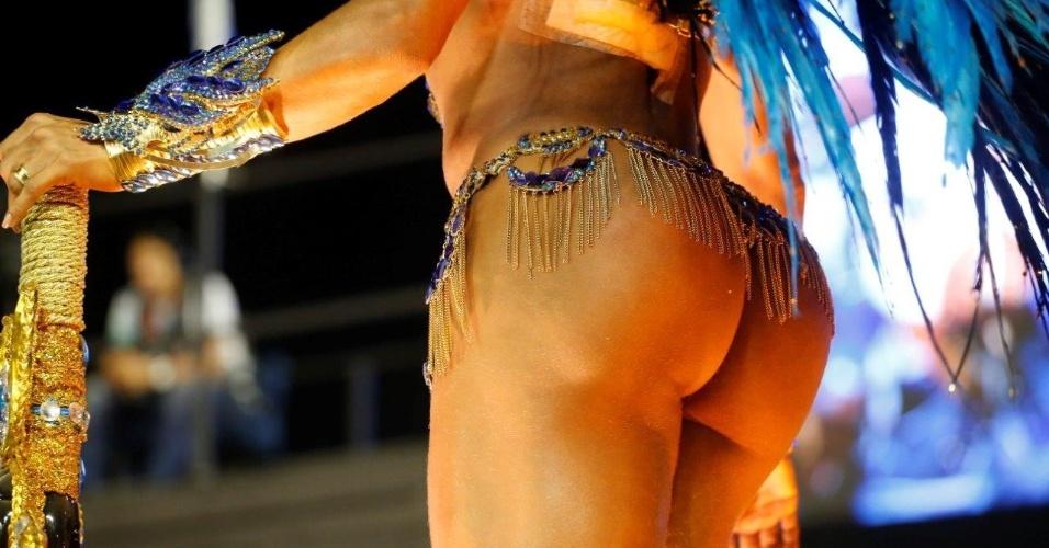 9.fev.2016 - Detalhe da parte de trás da fantasia de Gracyanne Barbosa, destaque da Portela
