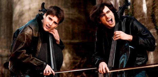 A dupla croata 2Cellos, que volta ao Brasil para mostrar seu trabalho, que mistura música erudita, rock, pop, soul - Divulgação