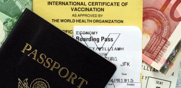Além do passaporte e do dinheiro, também é necessário se preocupar com a vacinação - Getty Images