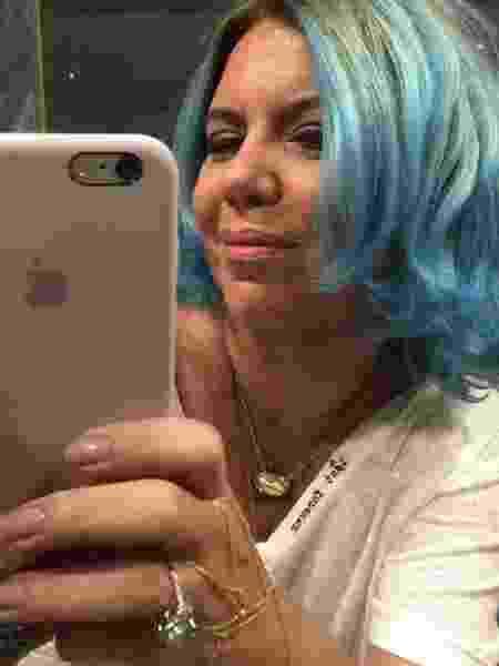 Astrid Fontenelle mostra o cabelo pintado de azul - Reprodução/Instagram/astridfontenelle