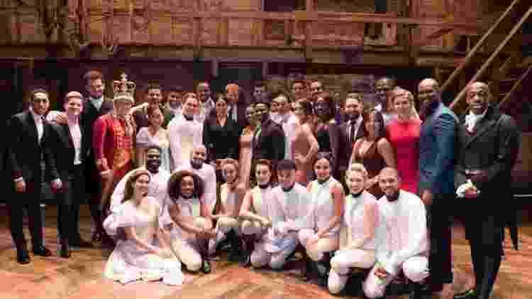 Príncipe Harry e Meghan Markle com o elenco de Hamilton - Reprodução/Twitter/HamiltonWestEnd - Reprodução/Twitter/HamiltonWestEnd