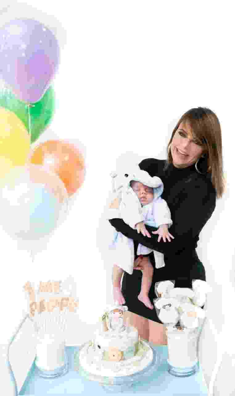 Valentina Francavilla, assistente de Ratinho, comemora primeiro mês do filho Giuseppe - Katia Rodrigues