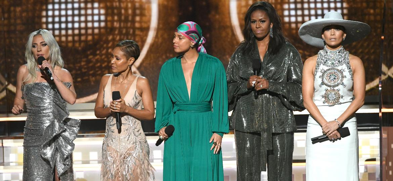 Lady Gaga, Jada Pinkett Smith, Alicia Keys, Michelle Obama e Jennifer Lopez no palco do Grammy 2019 - Getty Images