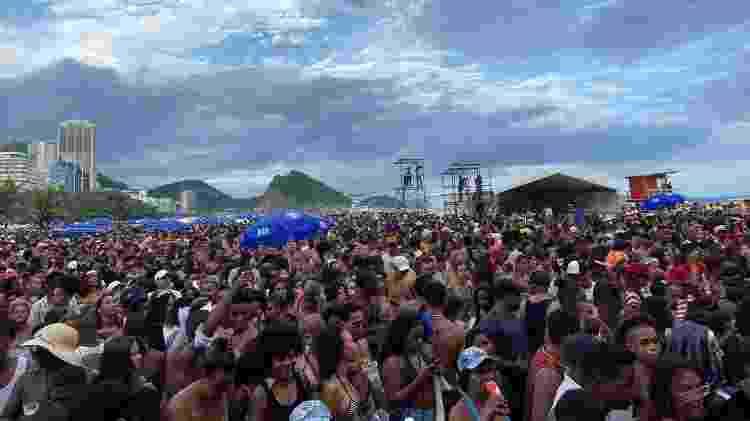 Multidão acompanha o show do bloco, em Copacabana - Rafael Godinho/UOL