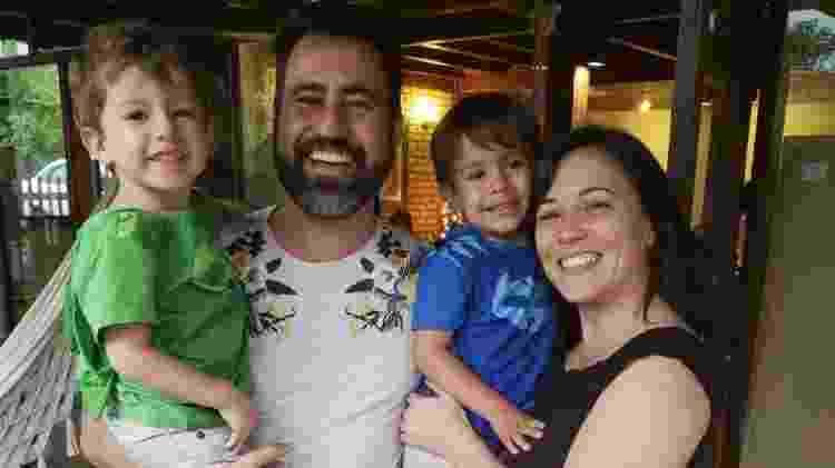 Camila e o marido: home office e filhos - Arquivo Pessoal - Arquivo Pessoal