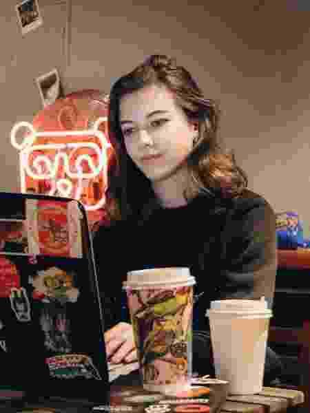 Anna Gavryushina tem aulas via internet e ajuda em campanha para fabricação de máscaras - Arquivo pessoal