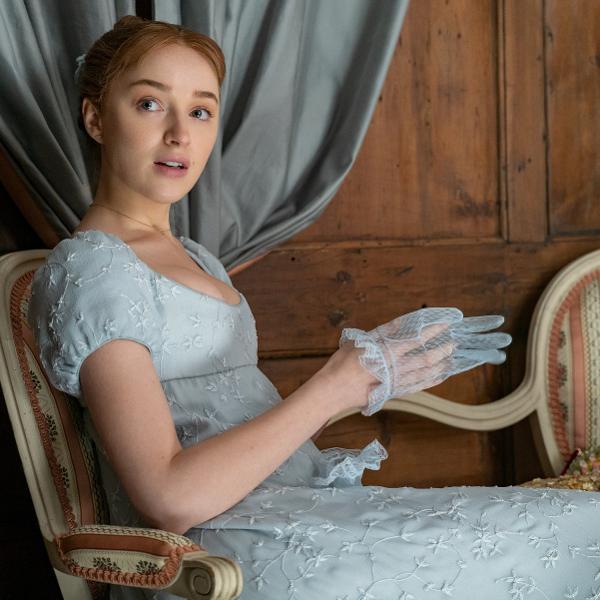 Phoebe Dynevor como Daphne Bridgerton em série da Netflix