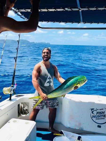 Caio Castro pesca em Fernando de Noronha - Reprodução/Instagram
