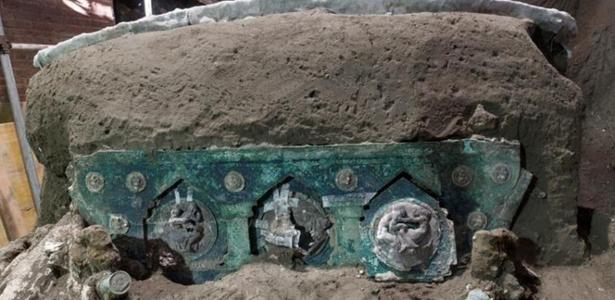 Em Pompeia | 'Lamborghini das carruagens' é descoberta em escavação na Itália