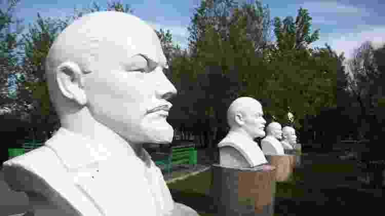 Bustos em homenagem a Lênin, em Semipalatinsk, no Cazaquistão - Arquivo pessoal - Arquivo pessoal