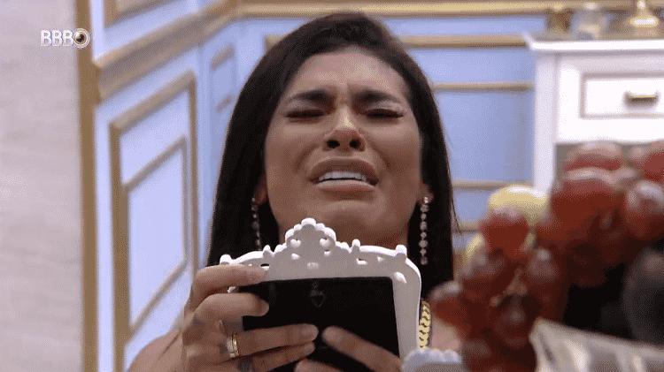 BBB 21: Pocah se emociona ao ver fotos da família - Reprodução/Globoplay - Reprodução/Globoplay