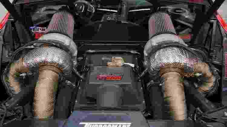 Motor V8 naturalmente aspirado ganhou kit de injeção da FuelTech e duas turbinas gigantes da Garrett - Divulgação - Divulgação