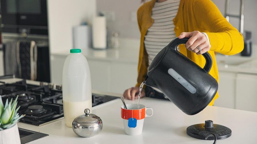 Cafeteira elétrica é uma aliada para quem ama chá, café e outras bebidas quentes - Getty Images
