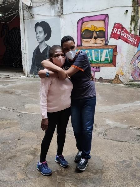 O jovem Luiz Henrique Olivieri com a avó, dona Divina da Cunha - Divulgação