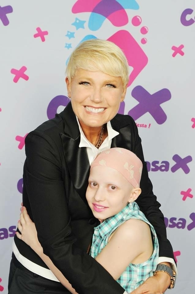 Xuxa localizou a foto tirada com Lowise Maciel e enviou para a mãe da menina