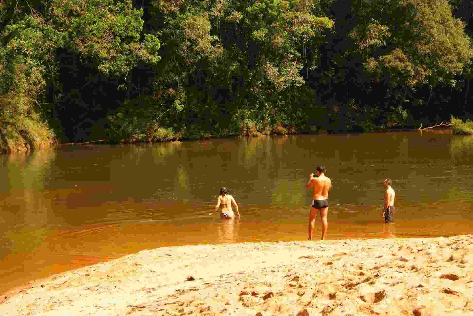 A Cachoeira do Jamil desemboca em uma pequena praia de água doce e extremamente gelada, mas obrigatória para um mergulho - Danilo Valentini/UOL