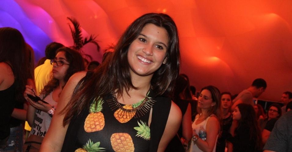 27.set.2015 - Giulia, filha de Flávia Alessandra com o diretor Marcos Paulo, curte o último dia de Rock in Rio