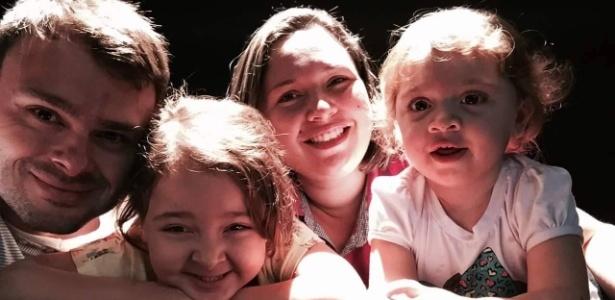 Andressa da Silva Almeida, 32, com o marido, Antonio, e as filhas, Alicia (à esq.) e Lana - Arquivo pessoal