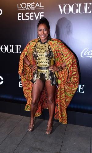 28.jan.2016 - Gloria Maria adota look étnico na festa Pop África, em São Paulo