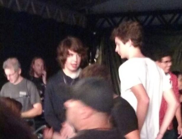 27.fev.2016 - Lucas Jagger e sua mãe Luciana Gimenez assistiram ao segundo show dos Rolling Stones em uma área reservada entre a pista comum e a pista premium