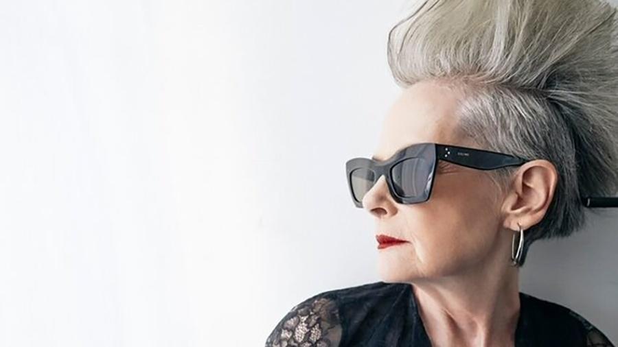 """""""Idade não é uma questão que me vem à cabeça quando estou escolhendo o que vestir"""", diz ela - Reprodução/Michael Paniccia"""