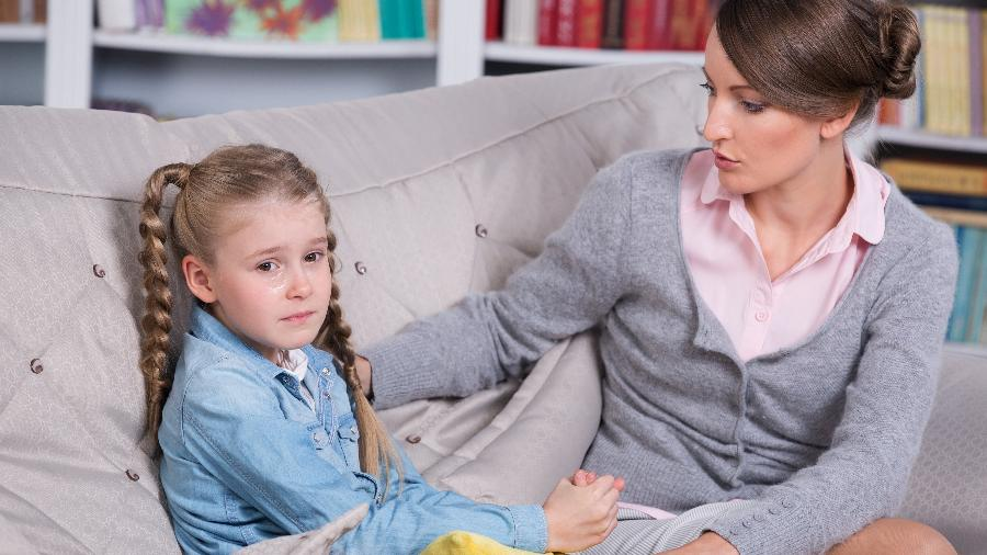 Converse com a criança sobre as angústias dela e se coloque à disposição para ajudar a encontrar soluções - iStock
