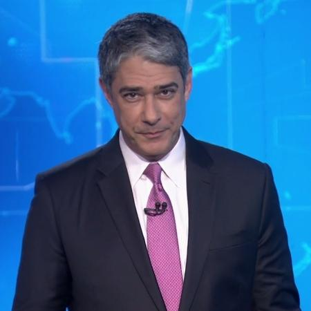 """William Bonner se confunde no """"Jornal Nacional"""" e pensa que está na sexta-feira - Reprodução/TV Globo"""