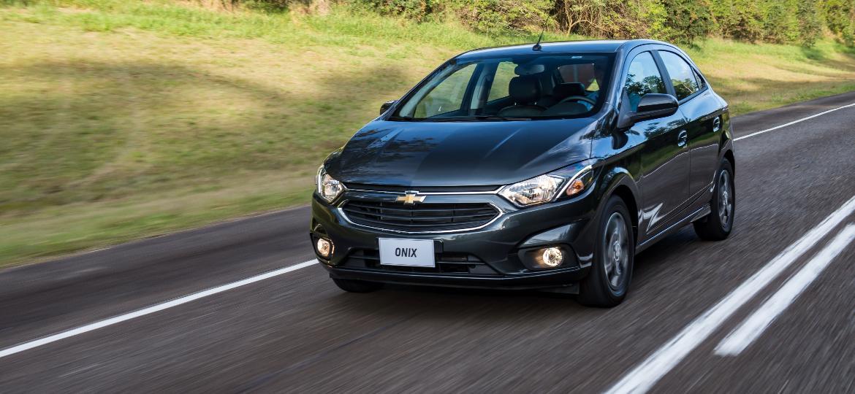Chevrolet Onix 2018 está mais seguro, mas só se tiver sido produzido já este ano - Divulgação