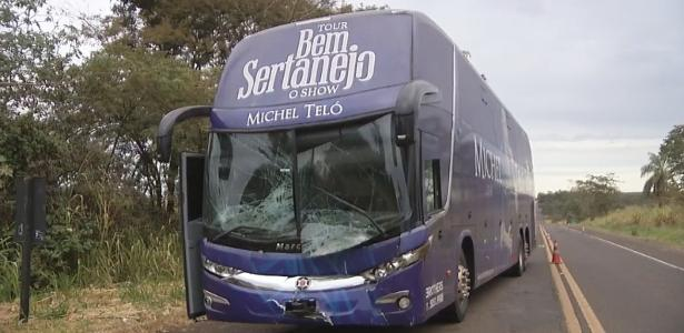 Ônibus de Michel Teló sofre acidente no interior de SP