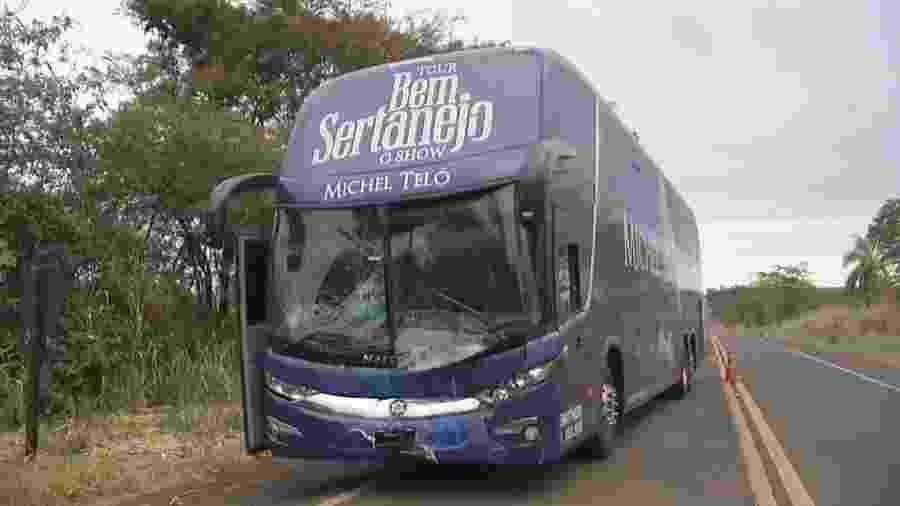 Ônibus de Michel Teló sofre acidente no interior de SP - Reprodução/TV Tem