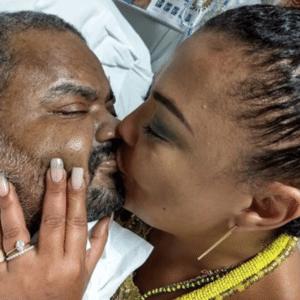 Arlindo Cruz ganha beijo da mulher no Dia dos Namorados