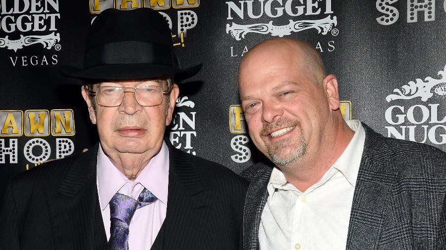 "Richard ""The Old Man"" Harrison (esq.) e seu filho, Rick Harrison - Ethan Miller/Getty Images"