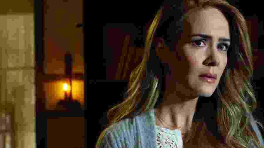 """Sarah Paulson em cena de """"American Horror Story: Cult"""" - Reprodução"""
