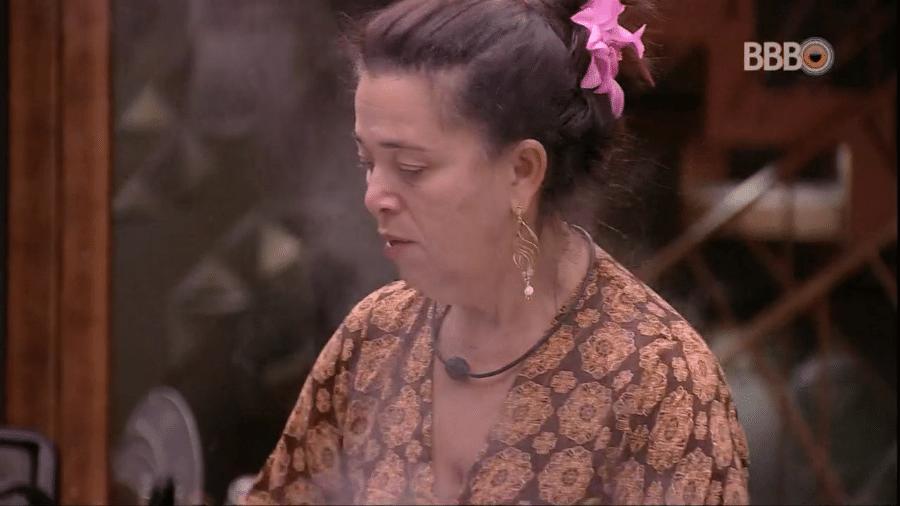 """Tereza conversa com Isabella na cozinha do """"BBB19"""" - Reprodução/GloboPlay"""