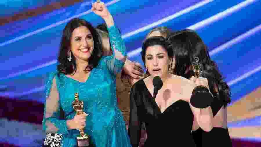Melissa Berton e Rayka Zehtabchi ao receberem o Oscar de Melhor Documentário Curta-Metragem - Getty Images