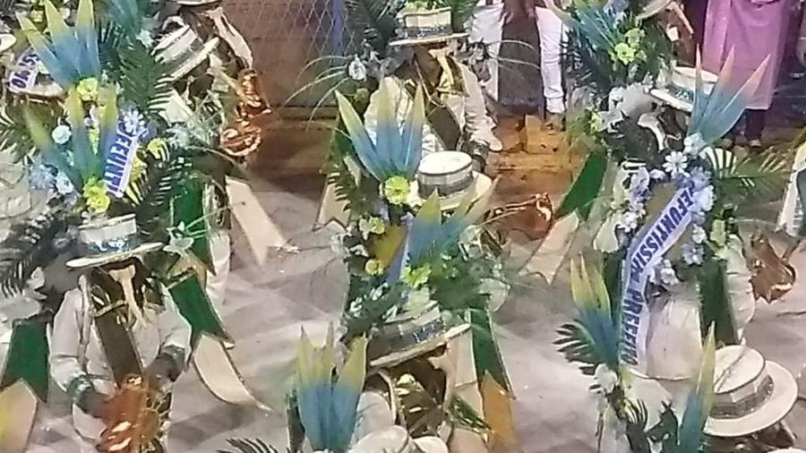 """Ala da Unidos de Padre Miguel carregava faixa com a inscrição """"defuntíssimo prefeito"""" - Gabriel Sabóia/UOL"""
