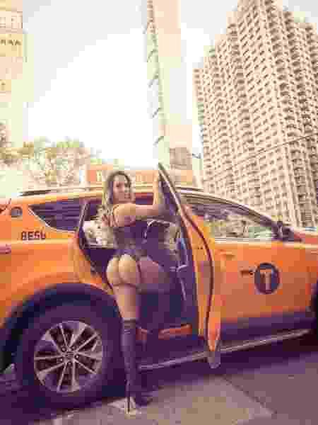 Renata Frisson, a Mulher Melão, gravou clipe de lingerie pelas ruas de Nova York - Divulgação