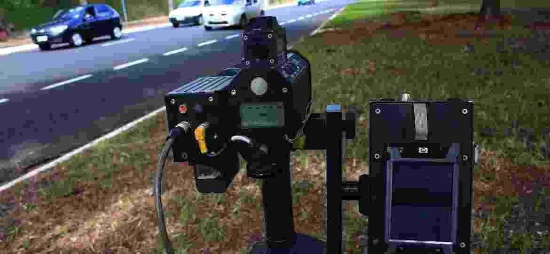 Novas regras determinam que todo o radar tenha geolocalização e câmera; uso dos portáteis fica restrito a vias com maior limite de velocidade - Márcia Ribeiro/Folhapress