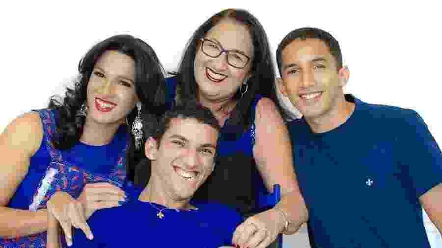 Maria Aparecida e três de seus filhos: Thabatta, Ryan e Ramon - Arquivo Pessoal