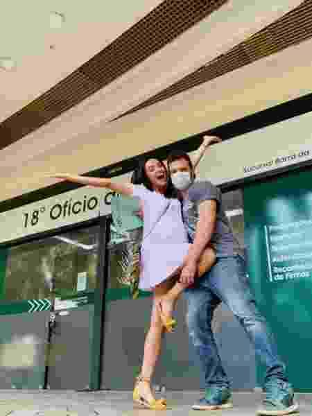 Talita Younan e João Gomez no cartório para casamento - Reprodução/Instagram