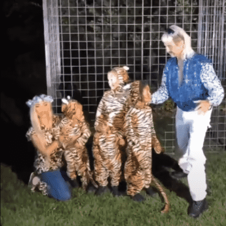 """Kim Kardashian, os filhos e Jonathan Cheban viram personagens de """"Tiger King"""" - Reprodução/YouTube"""