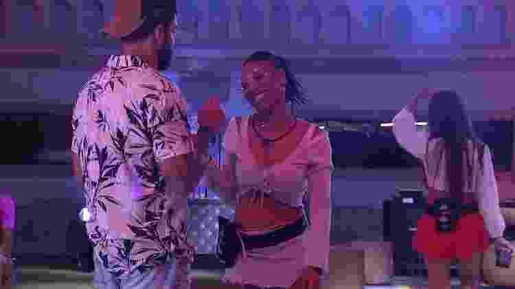 BBB 21: Karol e Arcrebiano durante primeira festa do líder - Reprodução/Globoplay - Reprodução/Globoplay