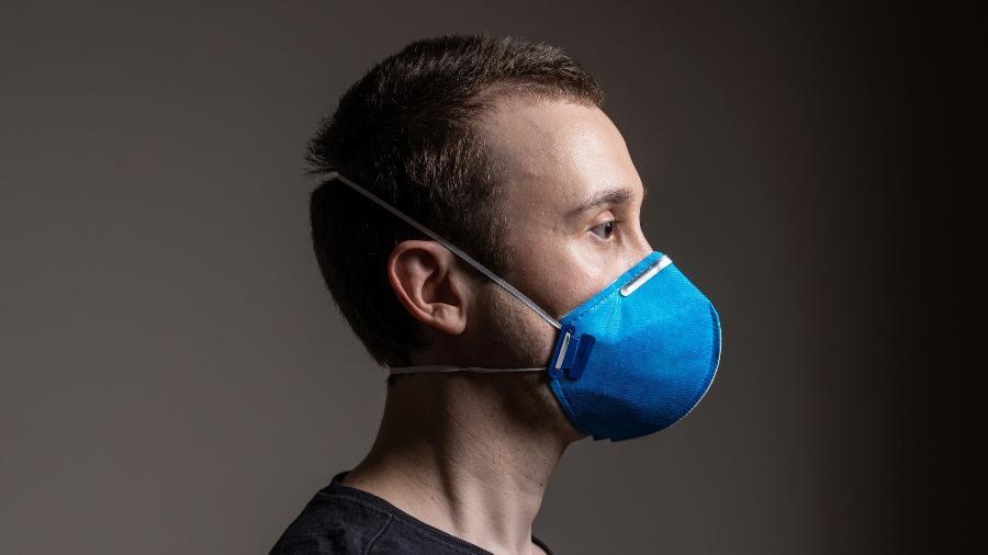 As máscaras continuam sendo recomendadas para evitar a disseminação do coronavírus - Getty Images