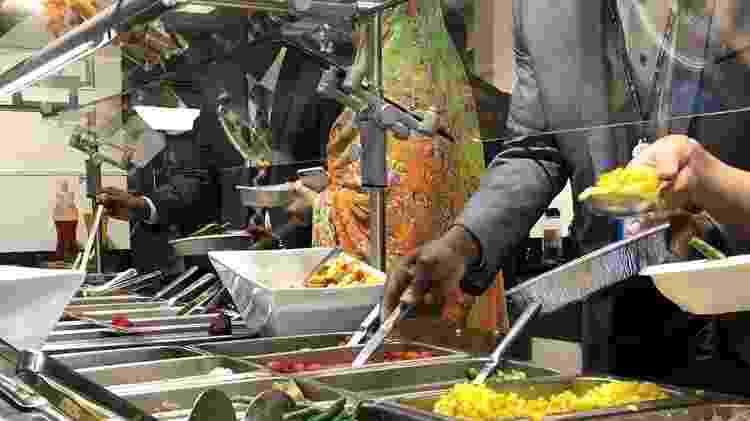 A forma como os alimentos são produzidos, tratados e consumidos afeta a segurança da comida por isso é fundamental seguir os padrões internacionais e os regulamentos previstos - ONU News/Daniel Dickinson - ONU News/Daniel Dickinson