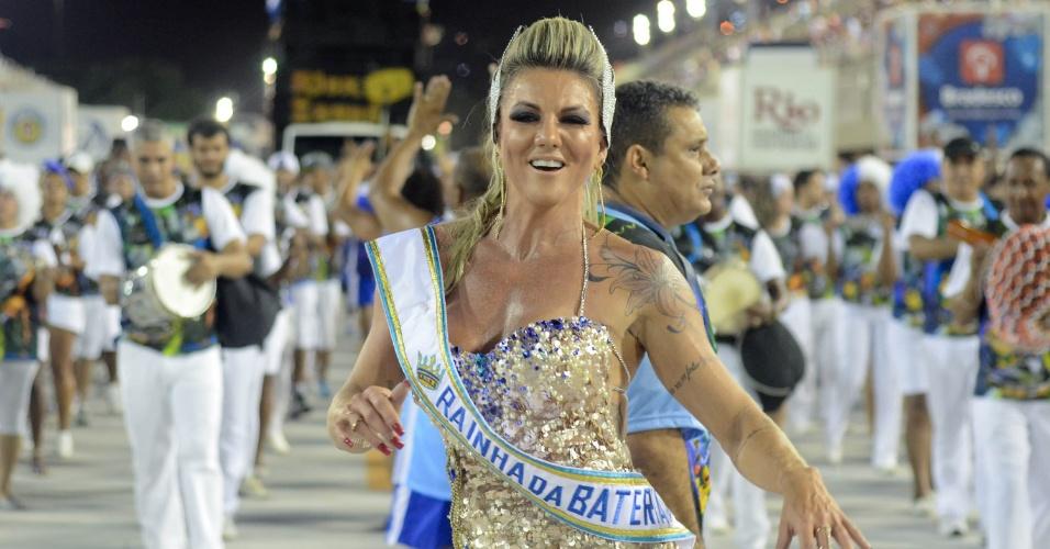 17.jan.2016 - A musa fitness Elaine Ranzatto foi coroada rainha de bateria durante o ensaio técnico da Caprichosos de Pilares na Marquês de Sapucaí na noite de sabado (16), no Rio de Janeiro