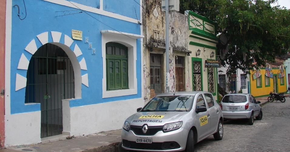 20.jan.2016 - Rua 13 de Maio também concentra várias casas para aluguel nas folias de Momo e para venda