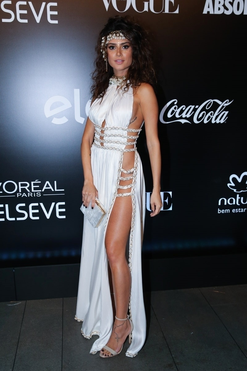 28.jan.2015 - Thaila Ayala chega para o baile da Vogue no Hotel Unique em São Paulo, na noite desta quinta-feira