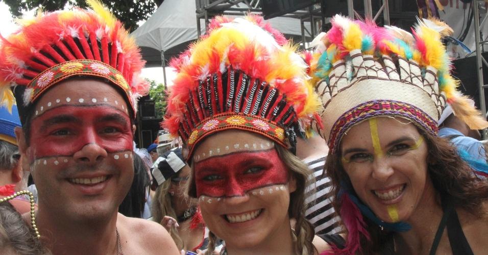 07.fev.2016 - O bloco Cordão do Boitatá, que completa 20 anos, reúne foliões de todas as idades na Praça XV, na região central do Rio de Janeiro.