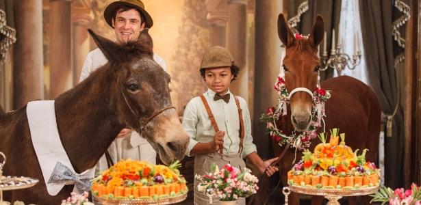Casamento dos burros Policarpo e Rita Hayworth tem direito a bolo de cenoura - Artur Meninea/TV Globo