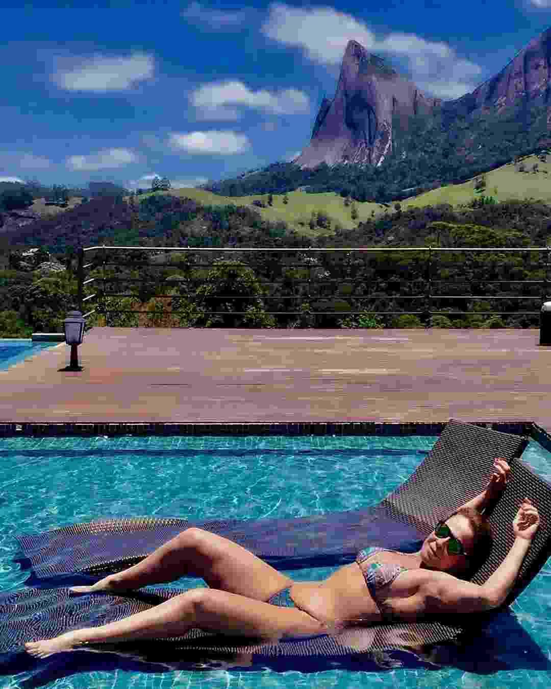 """De férias, Zilu Camargo relaxa em piscina no Parque Estadual da Pedra Azul, no Espírito Santo: """"Ativando a melanina"""", escreveu ela na legenda - Reprodução/Instagram"""